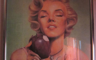 Marilyn Monroe taulu no:2 LOVE AT FIRST BITE