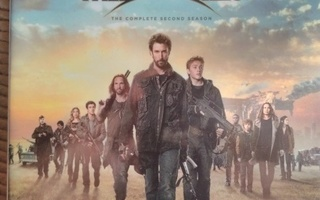 FALLING SKIES:THE COMPLETE SECOND SEASON