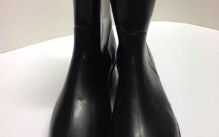 Kumisaappaat/ nilkkurit mustat 41 sisäp. 26,5cm PVC