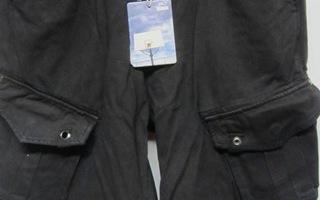 # Uudet mustat shortsit, koko 30 #