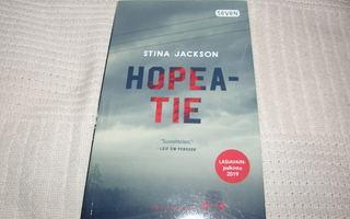Stina Jackson Hopeatie -pok