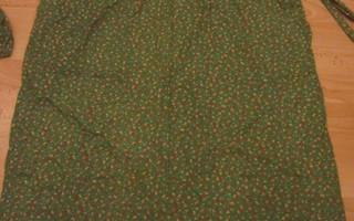 Esiliina / Essu vihreäpohjainen, kukallinen