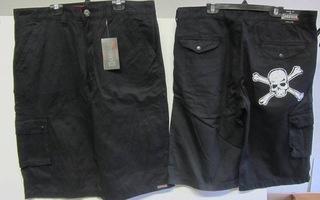 # Uudet mustat shortsit, koko 34 ja 36 #